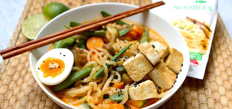 Rawnoodles (Fideos) vegetarianos con curry rojo